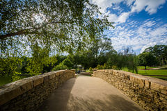 在自由公园的桥梁,在夏洛特,北卡罗来纳 免版税库存照片