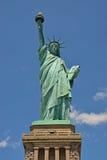 在自由岛的自由女神像 免版税库存图片