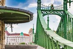 在自由桥梁附近的屋顶在布达佩斯 免版税图库摄影