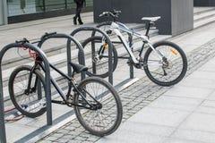 在自行车停车处的两辆自行车 免版税库存图片