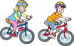 在自行车的两个孩子 图库摄影
