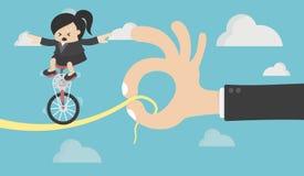 在自行车的女商人骑马在风险 库存例证