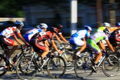 在自行车的速度种族 免版税库存照片