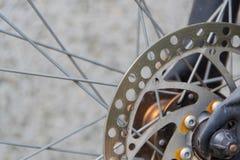 在自行车的闸圆盘 库存照片