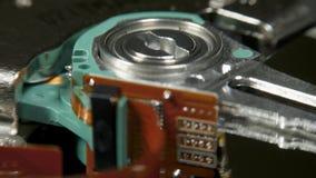 在自转桌上的硬盘驱动器,宏观射击 影视素材