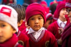 在舞蹈课期间的学生在小学,在加德满都,尼泊尔 免版税库存图片