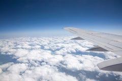 在航空旅行之上 免版税库存照片