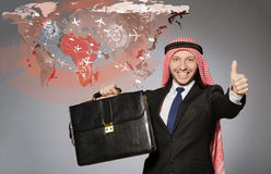 在航空旅行概念的阿拉伯商人 免版税库存照片
