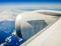 在航空波音云彩旅行翼之上 免版税库存图片