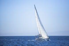 在航行赛船会的小船 体育运动 库存图片
