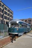 在航路市场前面的老电车在布鲁克林的红色勾子部分 库存照片