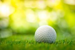 在航路的高尔夫球 库存照片