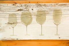 在船上被绘的酒杯剪影 酒吧的装饰 免版税库存图片