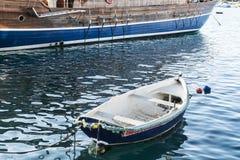 在船中的小船 库存照片