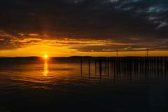 在船坞和切塞皮克湾的日出,在格雷斯港, 3月 库存图片