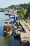在船坞和老市的看法贝尔格莱德 免版税图库摄影