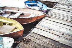 在船坞的一些条老小船 库存照片