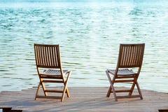 在船坞的两把椅子 免版税库存图片