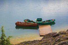 在船坞的四条小船 免版税图库摄影