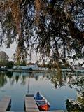在船坞的小红色小船 库存照片