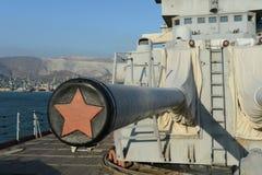 在船坞的巡洋舰米哈伊尔・库图佐夫在新罗西斯克 免版税图库摄影