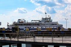 在船坞的开普梅-刘易斯渡轮 图库摄影