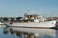 在船坞的杉状尾游艇西雅图` s湖联合的 图库摄影