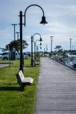 在船坞的长凳 免版税库存图片