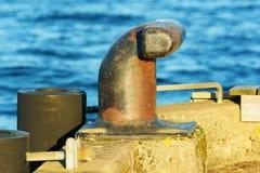 在船坞的系船柱 免版税库存图片