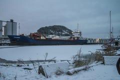 在船坞的MV Falkberg哈尔登港的  库存图片