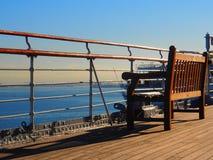在船甲板的柚木树长凳 免版税库存照片