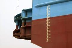 在船的吃水标 免版税库存图片