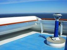 在船的桥梁的指南针 免版税库存图片