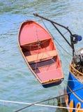 在船的红色安全小船推力 免版税库存图片