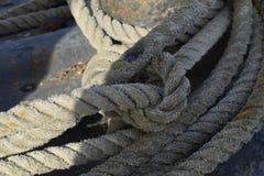 在船的老绳索 免版税图库摄影