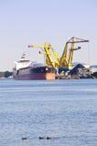 在船的黑色采煤装载 库存照片