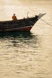 在船锚的单桅三角帆船传统海洋船 图库摄影