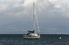 在船锚的游艇 图库摄影