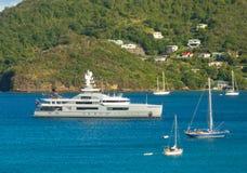 在船锚的豪华游艇在加勒比 免版税库存照片
