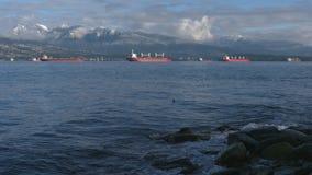 在船锚,英吉利湾4K UHD的货轮 股票录像