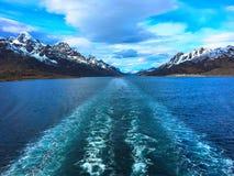 在船以后的苏醒在Lofoten/Vesteralen 免版税库存图片