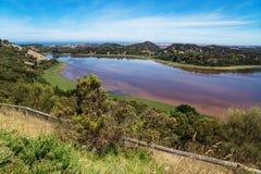 在色的湖,塔小山野生生物储备公园的全景 维多利亚,澳洲 图库摄影