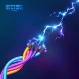 在色的缆绳之间的电闪电 免版税库存图片