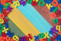 在色的背景的五颜六色的信件 免版税库存照片