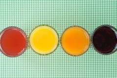 在色的背景的汁液 免版税库存照片