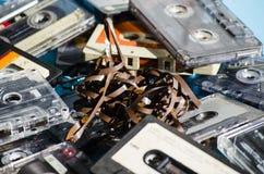 在色的背景的老盒式磁带 免版税库存图片