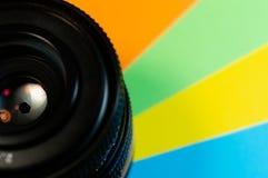 在色的背景的透镜 免版税库存照片
