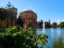 在艺术宫殿覆以圆顶看法在旧金山,加利福尼亚 库存图片