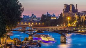 在艺术桥的看法在巴黎在对夜timelapse,法国的日落天以后 股票视频
