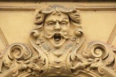 在艺术Nouveau大厦的滑稽的mascaron 库存图片